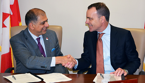 Chief Statistician Anil Arora and Evan Siddall, President and CEO of Canada Mortgage and Housing Corporation, sign an historical agreement to improve housing data in Canada.